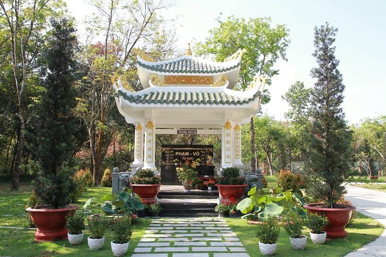 Khu mộ Song thân Phạm - Võ Nghĩa trang hoa viên Bình Dương