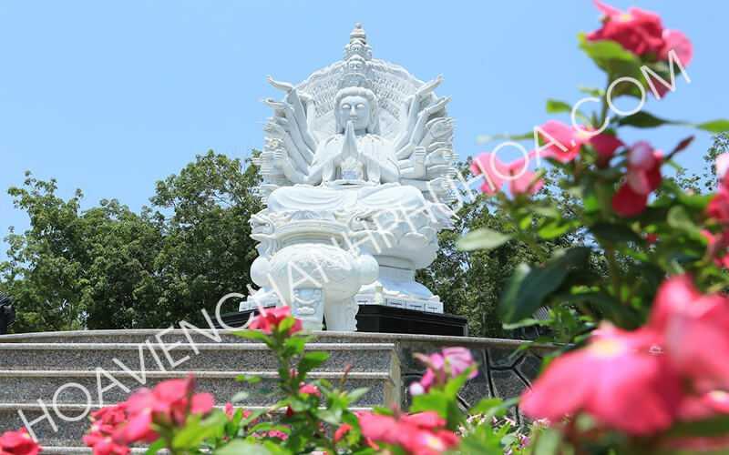 Tượng phật nghìn tay nghìn mắt tại khu mộ gia tộc nghĩa trang Bình Dương