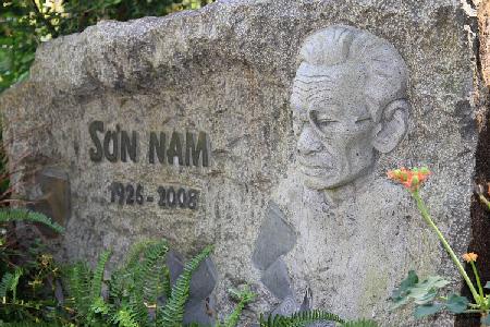 Khu mộ nghệ sĩ hoa viên nghĩa trang bình dương
